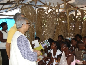 "Prof. Muhammad Yunus talks to a group of borrowers involved in Fonkoze's ""Ti Kredi"" program."